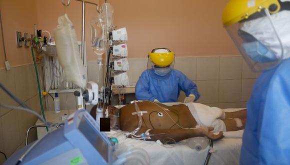 Unidad de Cuidados Intensivos (UCI) de Neumología del  Hospital Dos de Mayo atiende pacientes con COVID-19. (César Bueno/GEC)