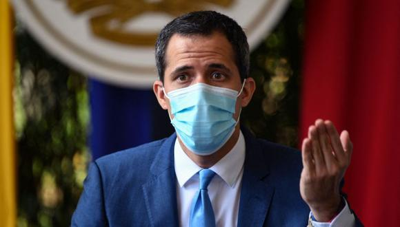 Opposition leader Juan Guaido gestures while speaking during a press confrence at the Morichal park, in Prados del Este neighborhood of Caracas on July 7, 2021. / AFP / Yuri CORTEZ