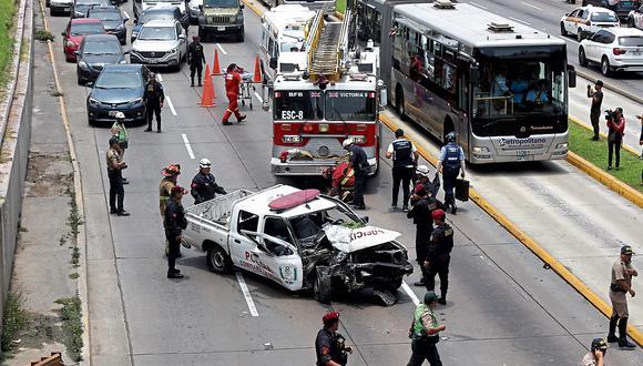 Violento choque deja dos policías heridos.