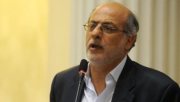 """""""Yo no te firmo ni mierda"""", fue la respuestas de Abugattás al congresista Tapia. (USI)"""