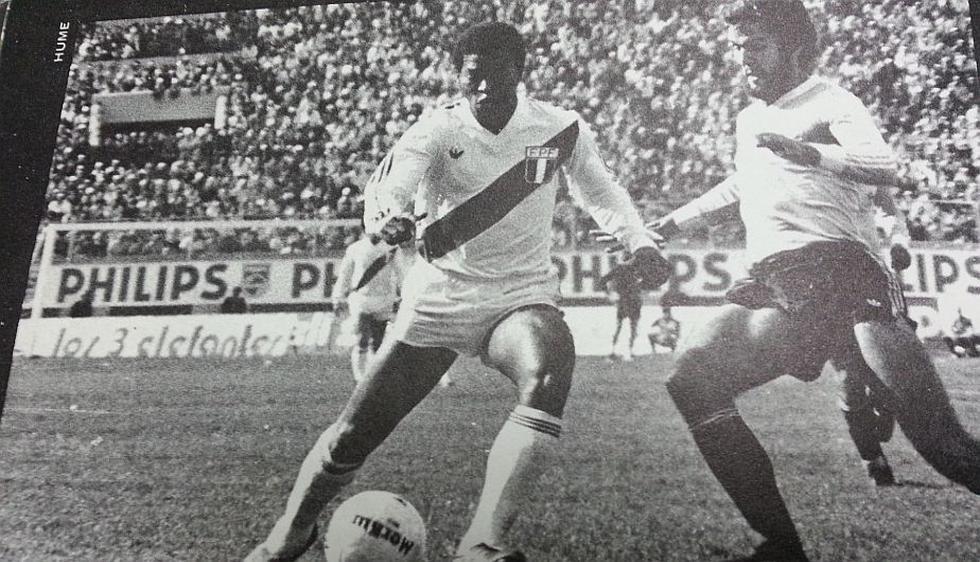 Julio César Uribe volvió locos a los defensas charrúas en el histórico partido.  (Foto: 'De punta y taco')