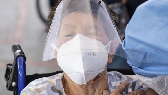 Del 8 al 15 de marzo se vacunarán al primer grupo de adultos mayores asegurados en el Seguro Social de Salud (Foto: Andina)