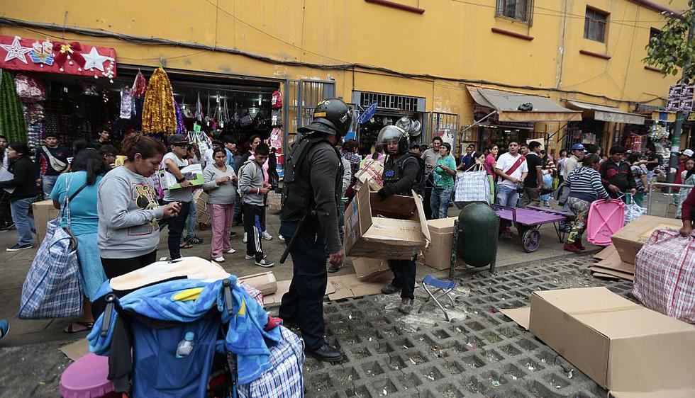 Durante el operativo resultaron heridos dos agentes municipales. (Nancy Dueñas)