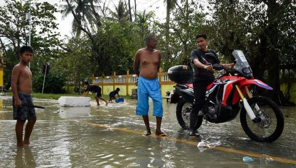 El viernes, la tormenta pasó muy cerca, sin llegar a golpearlas, de las turísticas islas de Koh Sumi, Koh Phangan y Koh Tao, muy visitadas en la época de fin de año. (Foto: AFP)