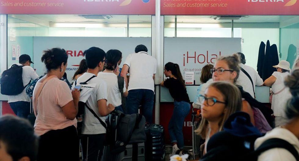 El portavoz de UGT Iberia Barcelona, Omar Minguillón, aseguró hoy que el seguimiento del paro es del 80 %. (Foto: AFP)