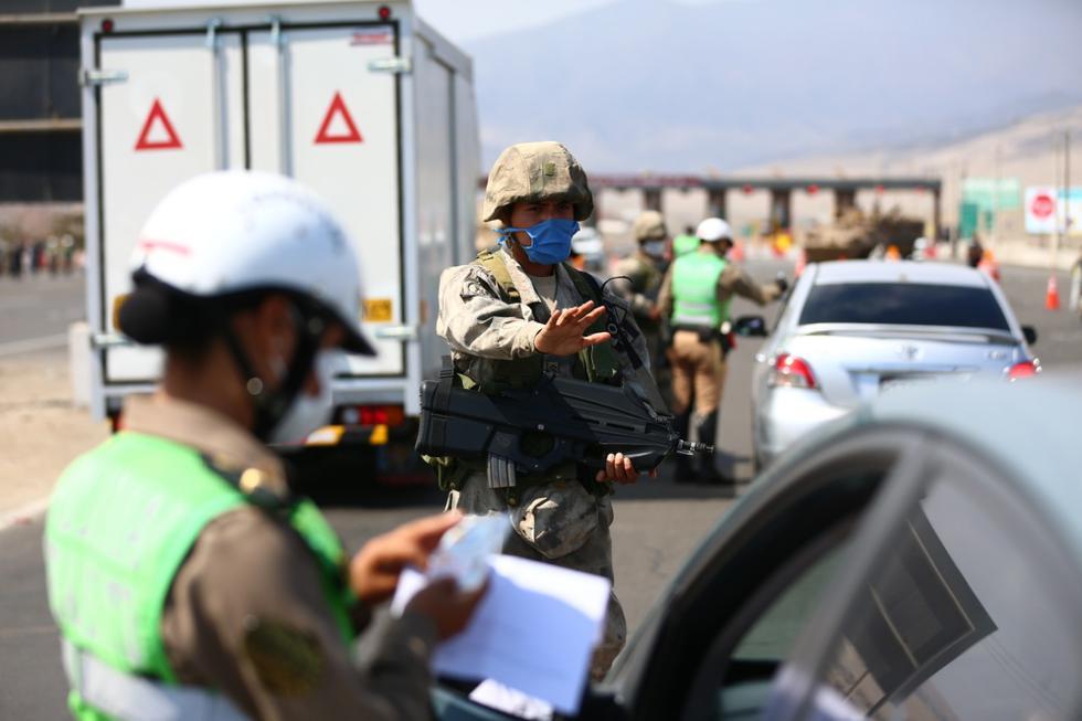 Militares apoyan a la Policía en el control de la seguridad durante la cuarentena. (GEC))