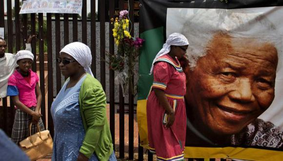 Nelson Mandela: No cesan las visitas a su casa en Soweto. (AP)