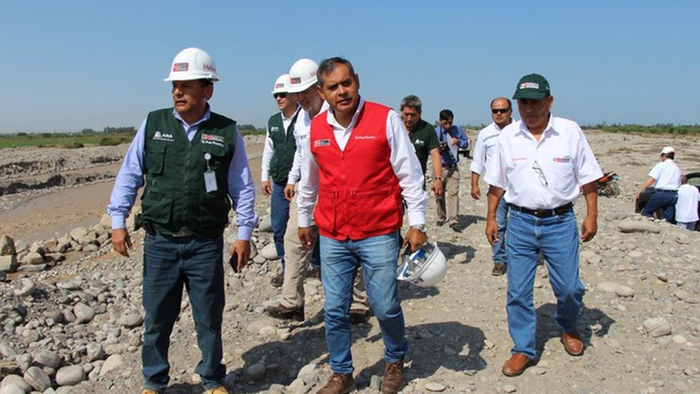 El ministro de Agricultura, Gustavo Mostajo, realizó visitas de supervisión en los trabajos de reforzamiento del río Matagente en Chincha (Ica). (Foto: Minagri)