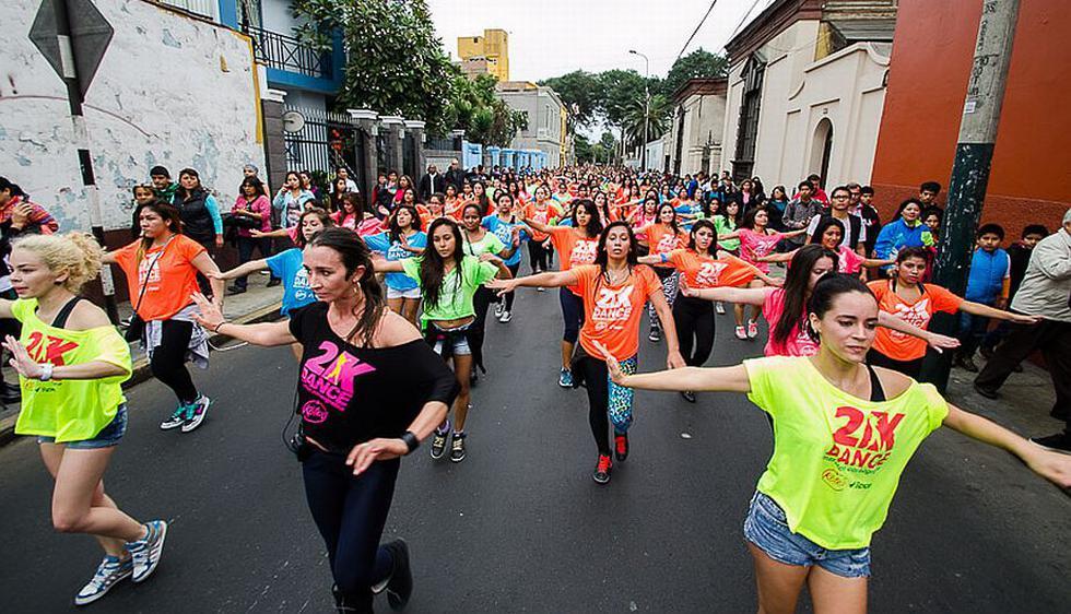 La III Maratón Coreográfica 2K DANCE congregó a 1,680 jóvenes peruanas de diferentes edades, batiendo el récord de 1,250 chicas que se alcanzó el año pasado. (Difusión)