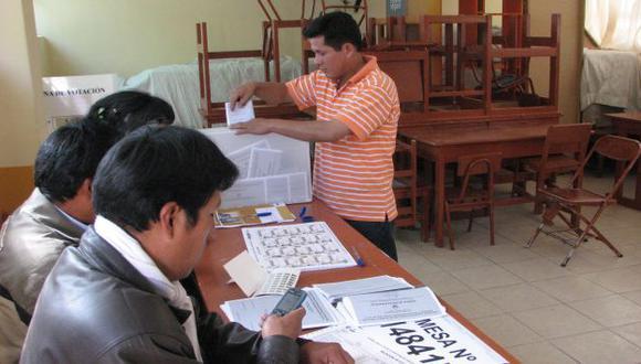 VOTO NORMAL. Electores no tuvieron problemas al sufragar. (Gabriel Centeno)
