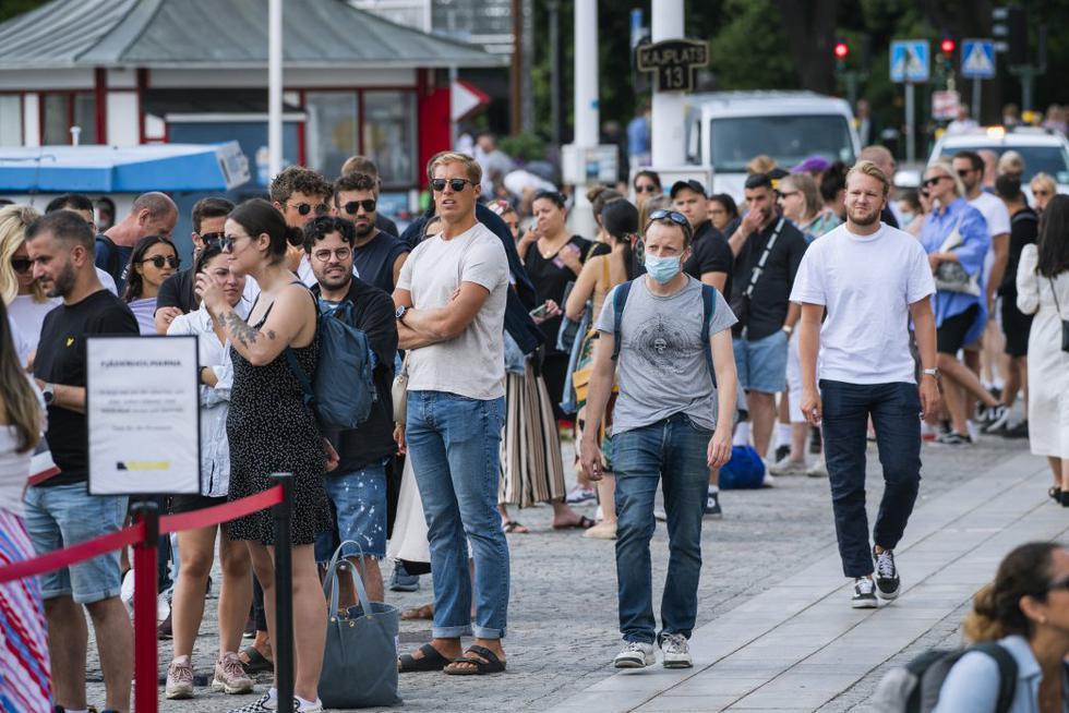 Suecia por el momento evita el uso obligatorio de mascarillas como ya es norma en otros países europeos. (Foto:   Jonathan NACKSTRAND / AFP)