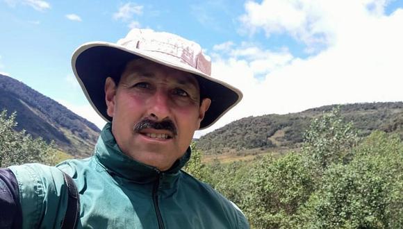 """Fotografía cedida por la Fundación Proaves que muestra al ambientalista Gonzalo Cardona, conocido como el """"guardián del loro orejiamarillo"""", asesinado por desconocidos en una zona rural del departamento del Valle del Cauca.  (Foto: Fundación ProAves)"""