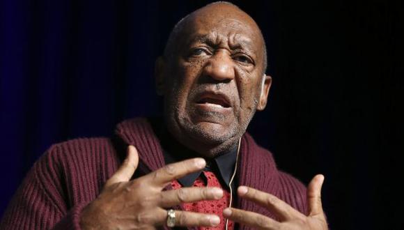 Bill Cosby sale al frente por acusaciones. (AP)