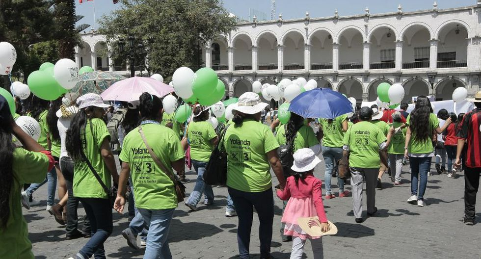 Multitudinaria marcha fue utilizada para hacer campaña política.(Miguel Idme)