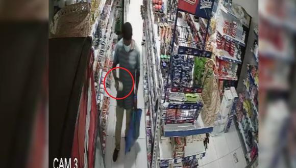 Serenos de Surco junto a la Policía atrapan nuevamente a sujeto cuando robaba conservas de minimarket con bolsa de mercado. (Captura: América Noticias)