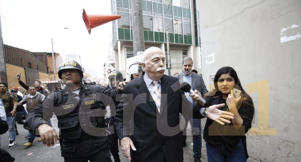 Carlos Tubino intentó ingresar al Congreso y fue agredido. (Perú21 - Renzo Salazar)