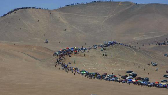 FANÁTICOS. Miles de peruanos siguieron de cerca el Dakar. (Luis Gonzáles)
