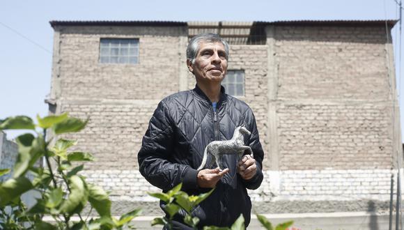 """""""Siendo Ayacucho una región grande, en 2017 ganó cinco premios del concurso Plata del Perú, y Chosica, cuatro. Es fruto de lo que nos enseñaron nuestros padres"""", declara Roberto Rodríguez Pomalaza (César Campos/Perú21)."""