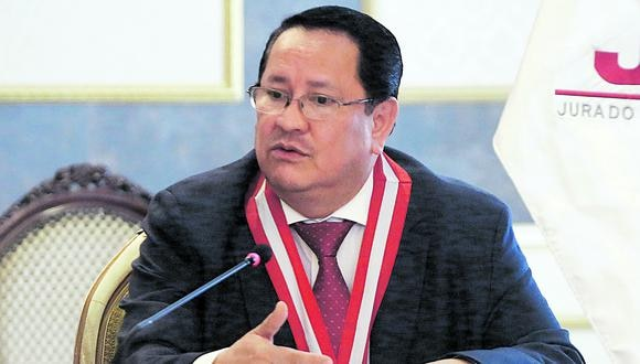 Luis Arce Córdova declinó a su cargo como miembro del JNE.