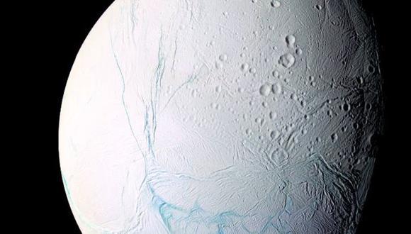 Encélado: La Luna de Saturno con posible vida extraterrestre (Captura)