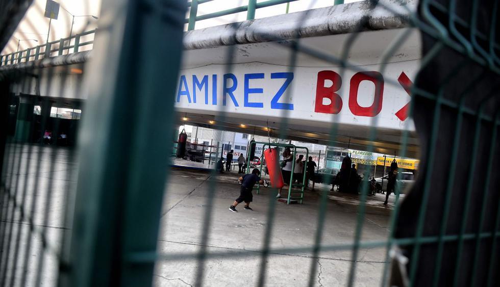 El gimnasio de boxeo debajo de un puente de México que lucha contra las adicciones. (Foto: AFP)