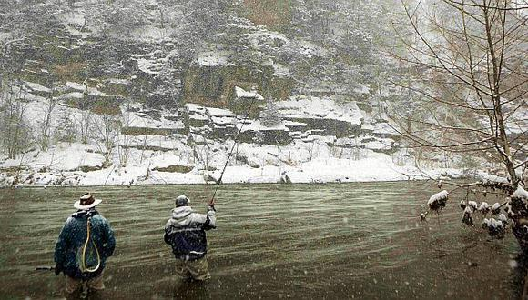 Temporal de invierno deja 7 muertos y 4,000 vuelos cancelados. (Reuters)