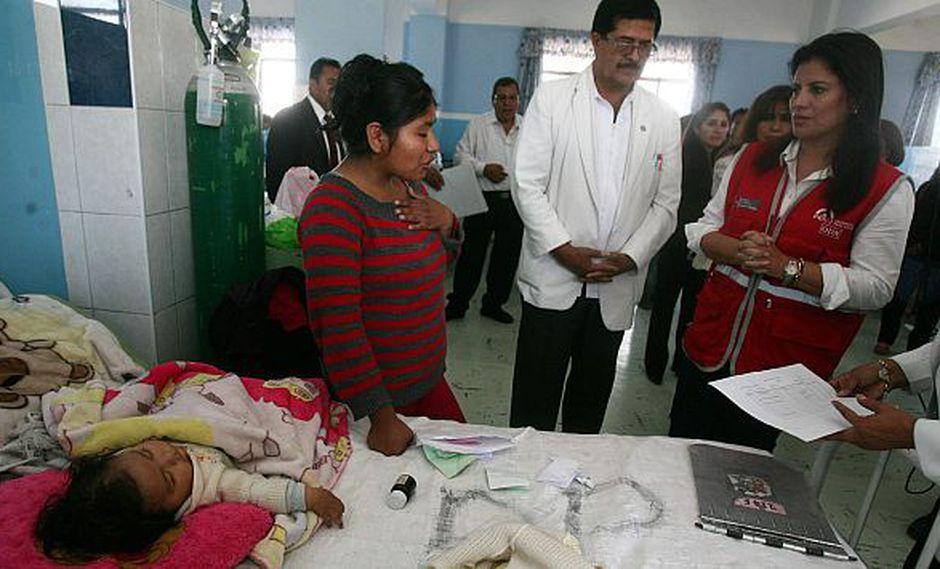 La ministra Carmen Omonte visitó hace unos días a la menor en el hospital. (Difusión)