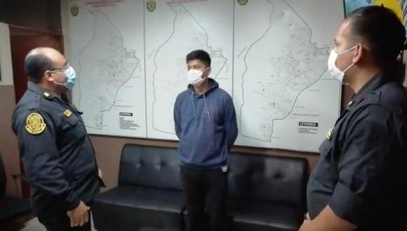 Irresponsable sujeto que dejó secreciones en el Metro de Lima aseguró que estaba ebrio cuando cometió ese acto. (Captura)