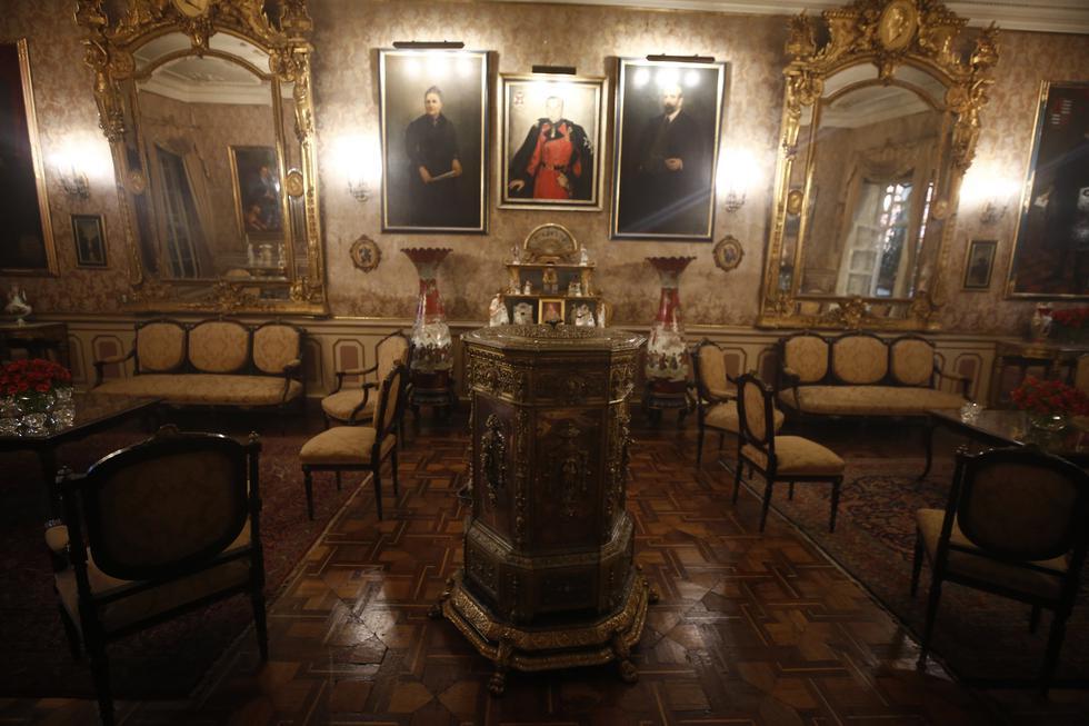 El Salón Dorado presenta elegantes muebles Luis XVI, jarrones japoneses y cuadros de miembros de la familia De Aliaga (César Campos/Perú21).