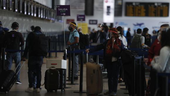 Desde el 5 de octubre hasta el 9 de diciembre se registró un total de 121.455 viajeros que arribaron al país, de esta cifra tres fueron confirmados con coronavirus procedentes del exterior. (Foto: Hugo Pérez / GEC)