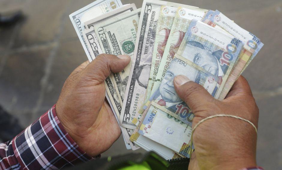 El tipo de cambio cotizaba a S/3.295 la compra y a S/3.310 la venta en el mercado paralelo este viernes.(Foto: GEC)