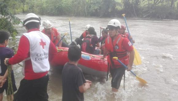 Las víctimas habían quedado atrapadas en una isla ubicada en el centro norte de Ecuador. (Foto: Cruz Roja de Ecuador - Twitter)