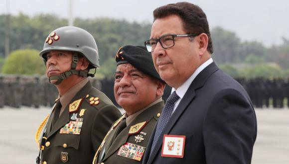 El ministro de Defensa, José Huerta, presidió la ceremonia de despedida del general César Astudillo como Comandante General del Ejército. (Foto: Difusión)
