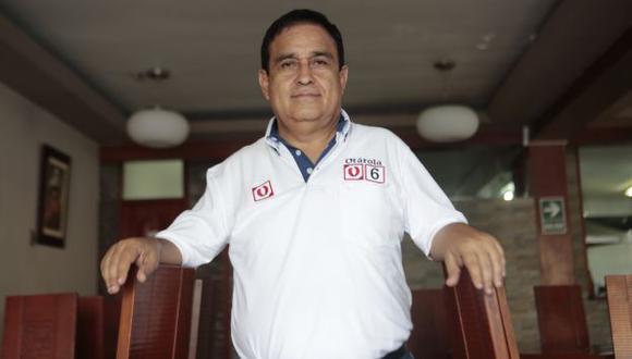 Ilan Heredia y Fredy Otárola visitaron esta mañana al ex presidente en el penal de Barbadillo. (USI)