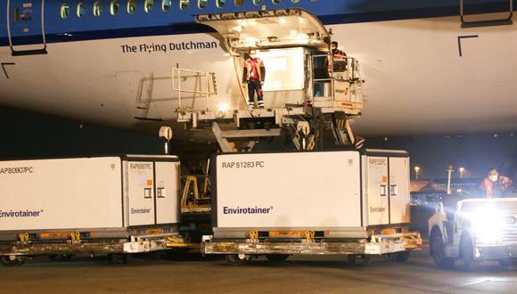 Nuevo lote de vacunas llegó esta noche en el Aeropuerto Jorge Chávez del Callao. (Foto: Minsa)