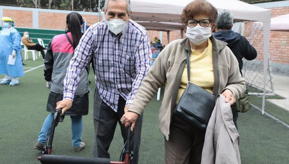 Policía desmiente intervenciones a adultos mayores que a la fecha pueden salir a realizar caminatas tres veces a la semana (Foto: Andina)