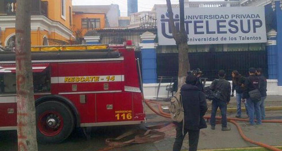 Cercado de Lima: Incendio consumió almacén de instituto. (Twitter)