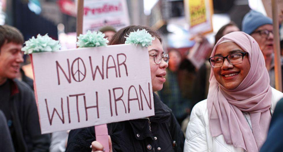 Algunas protestas pacificas en ciudades como Chicago y Nueva York son liderada por mujeres. (AFP)