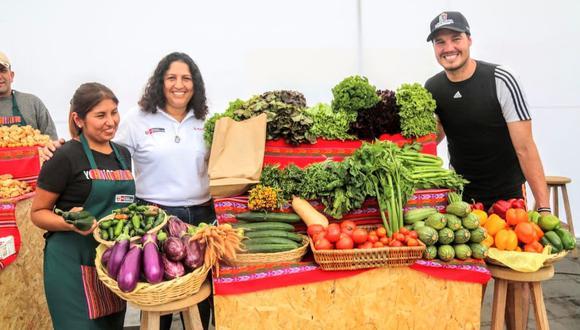 La ministra de Agricultura, Fabiola Muñoz, participó en la feria 'La semana de las frutas y verduras', que se desarrolló en la plaza Manco Cápac, en La Victoria. (Minagri)