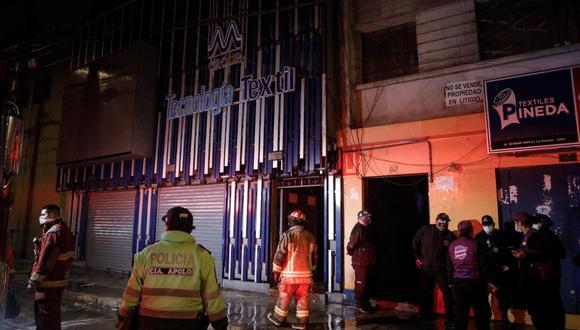 En total se necesitó de seis unidades de los bomberos.  (Foto: Joel Alonzo/ @photo.gec)