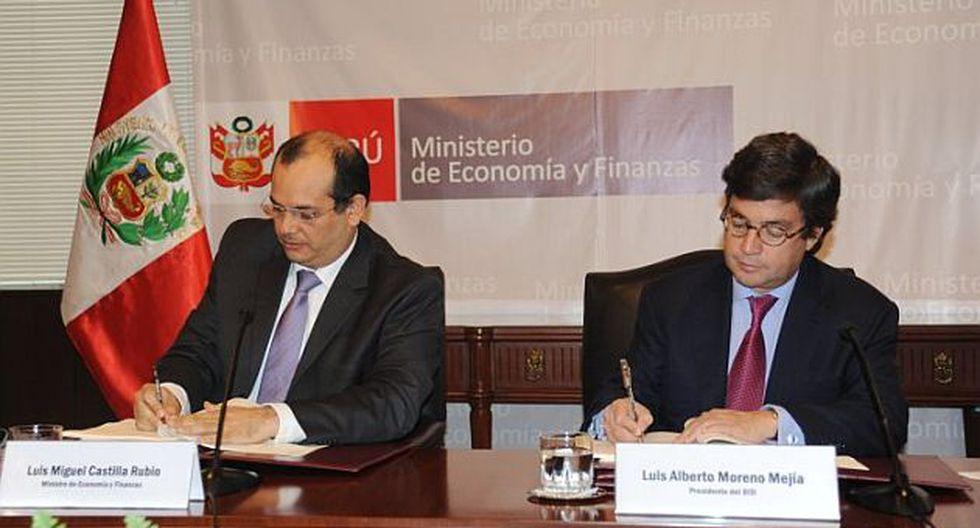 Ministro Luis Castilla  y presidente del BID suscribieron tres convenios en Lima. (Difusión)