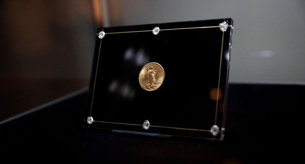 La moneda Double Eagle de 1933 se ve encerrada durante una vista previa de los medios antes de la subasta en Sotheby's en la ciudad de Nueva York, Estados Unidos, el 4 de junio de 2021. (REUTERS/Shannon Stapleton).