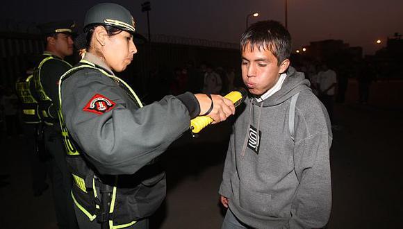 La Policía no permitió el acceso de personas en estado de ebriedad a campos deportivos. (USI)