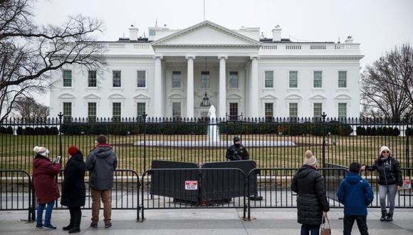 El incidente llevó al corte de las calles adyacentes a la Casa Blanca debido a esta alerta de seguridad. (Foto: EFE)