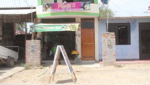 Delincuentes armados irrumpieron en el negocio cuando la dueña iba a cerrar el local.