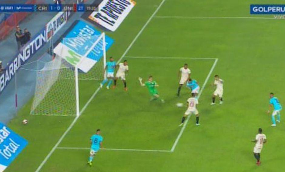 Así fue la jugada peligrosa en área de Universitario. (Captura: Gol Perú)