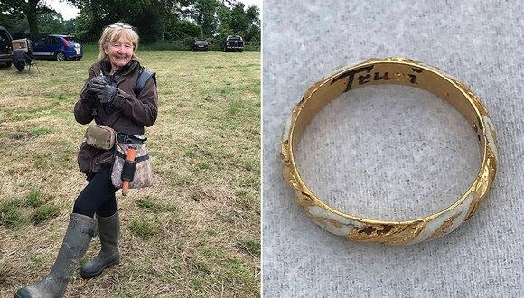Sue Kilvert, de 66 años,halló un anillo de la época del dramaturgo inglés William Shakespeare. (Foto: BNPS)
