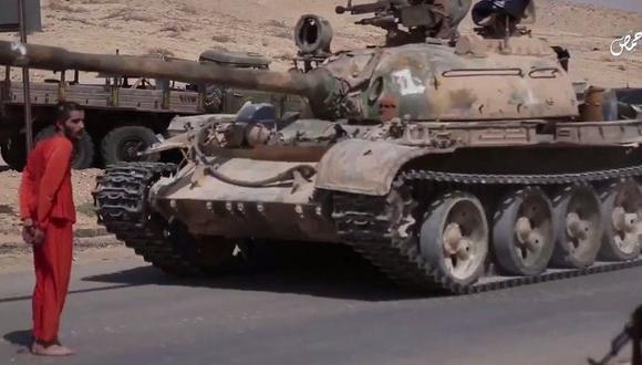 Estado Islámico aplastó con un tanque a prisionero en Siria. (YouTube)