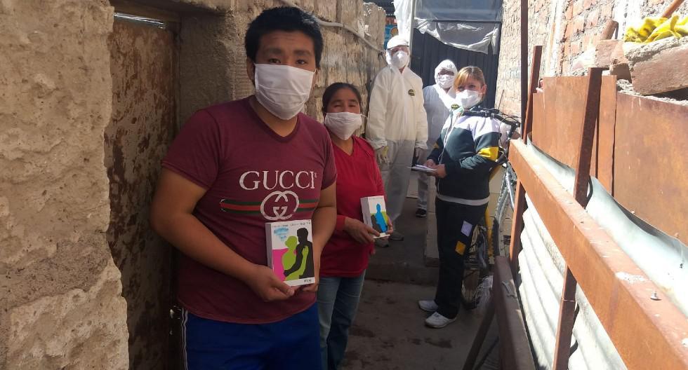 Arequipa: Ernesto (14) fue sorprendido por su tutora, quien le obsequió su audífono. (GEC)