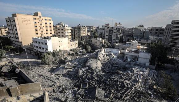 Vista de los escombros a que quedó reducida una sede de Seguridad Interna del Ministerio de Interior de Hamas tras un ataque aéreo israelí en la ciudad de Gaza. (Foto: EFE)